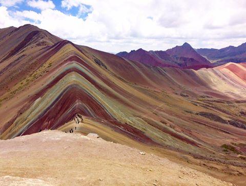 La montagne Vinicunca , une montagne arc-en-ciel