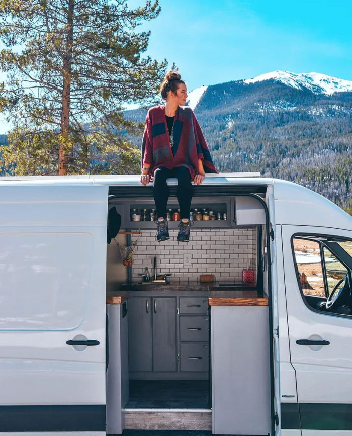 Voyager dans un van et y vivre