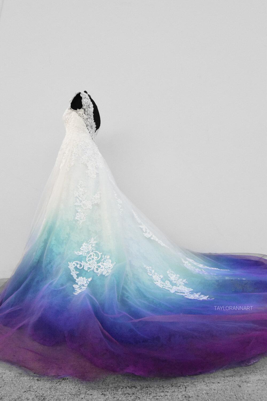 Une robe de mariée personnalisée avec des couleurs