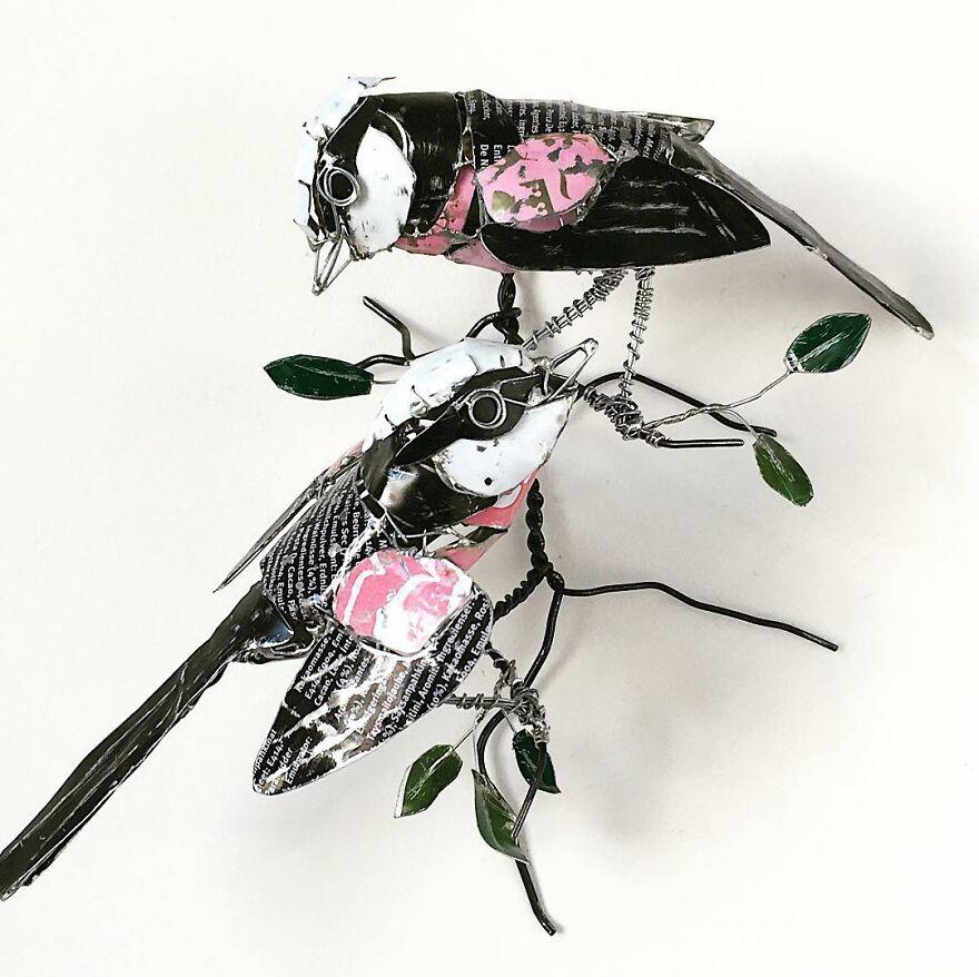 Des animaux sculptés à partir de matériaux recyclés